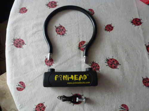 Pinhead - padlock with key